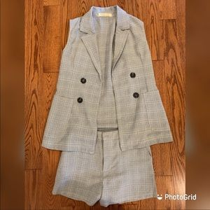 2 piece sleeveless blazer with pocket shorts